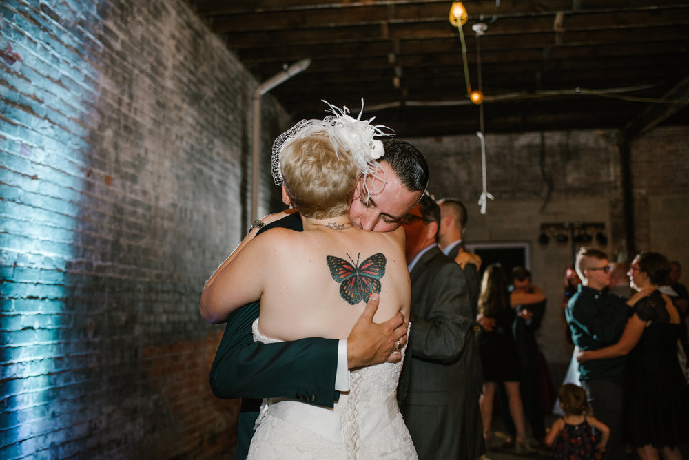 detroit-michigan-eastern-market-loft-wedding-sydney-marie (358).jpg