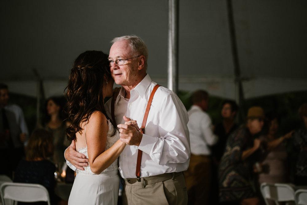 quincy-michigan-wedding-dancing-pictures-sydney-marie (4).jpg