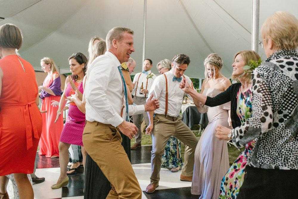 quincy-michigan-wedding-dancing-pictures-sydney-marie (8).jpg