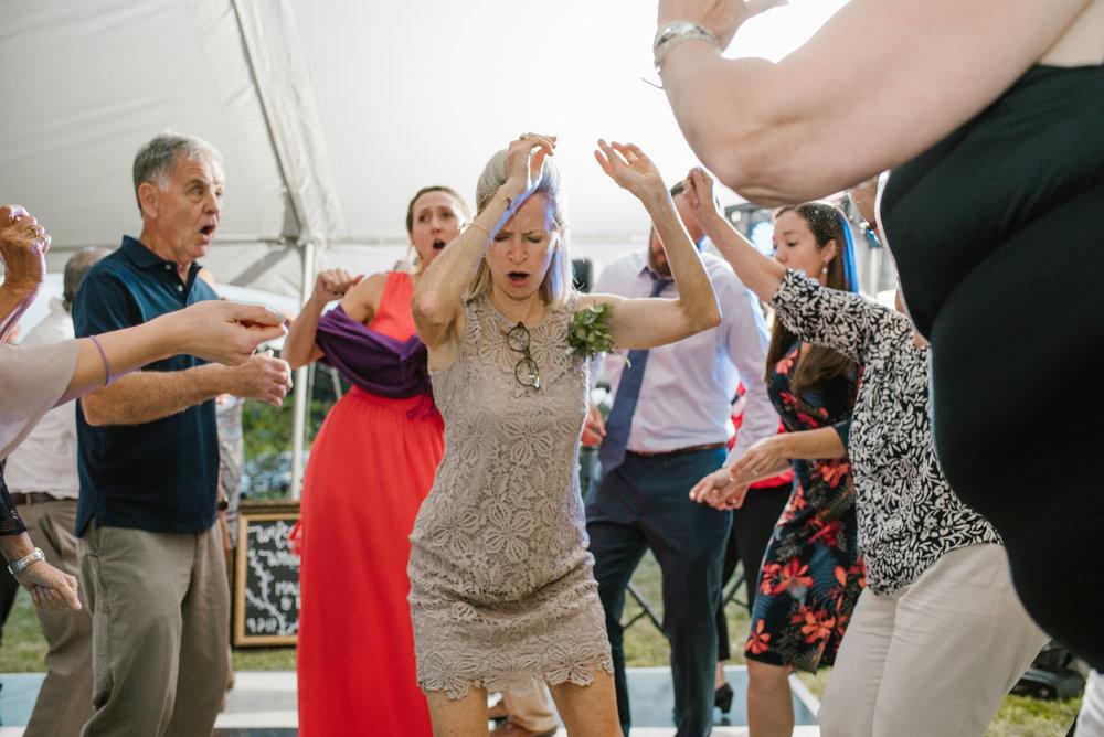 quincy-michigan-wedding-dancing-pictures-sydney-marie (11).jpg
