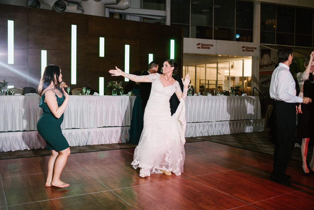 south-bend-indiana-double-tree-wedding-dancing-photos-sydney-marie (3).jpg