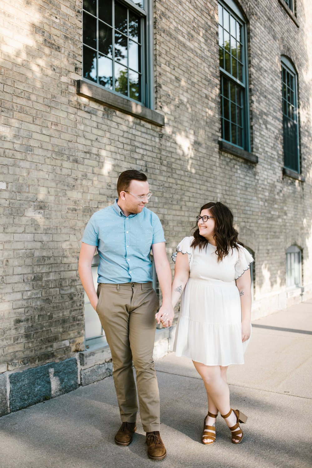 downtown-grand-rapids-engagement-photographer (8).jpg
