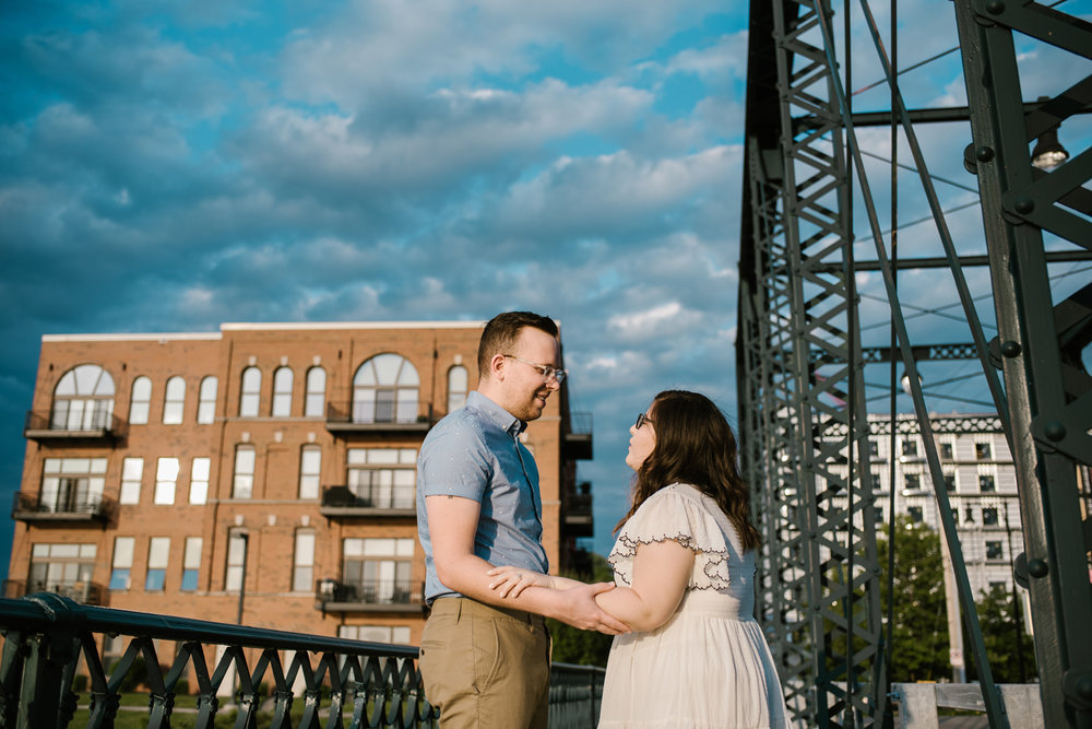 downtown-grand-rapids-engagement-photographer (40).jpg