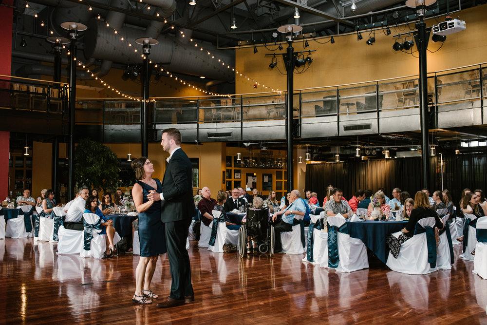 bloomington-Illinois-Wesleyan University-wedding-photographer (735).jpg