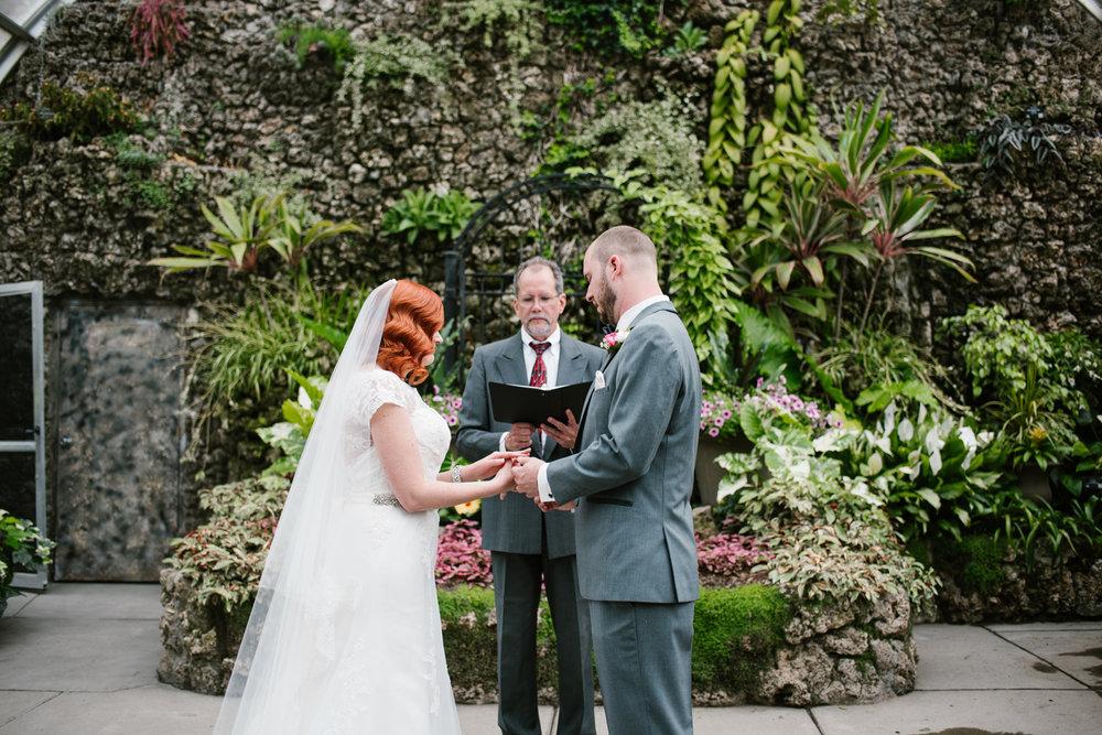 detroit-michigan-belle-isle-wedding-photographer (75).jpg