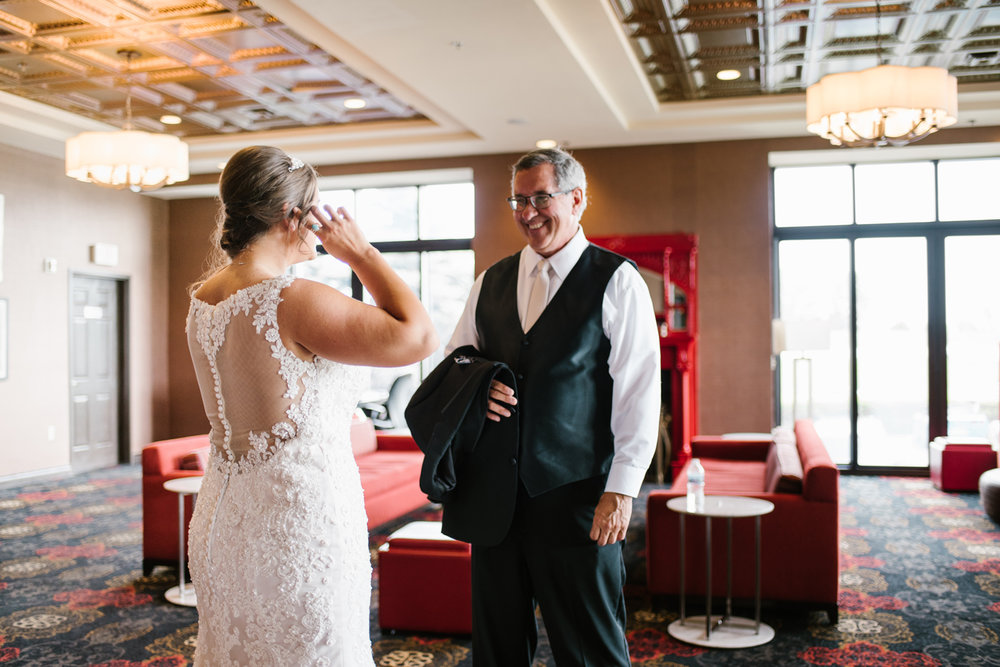 muskegon-country-club-michigan-june-wedding-photography (32).jpg