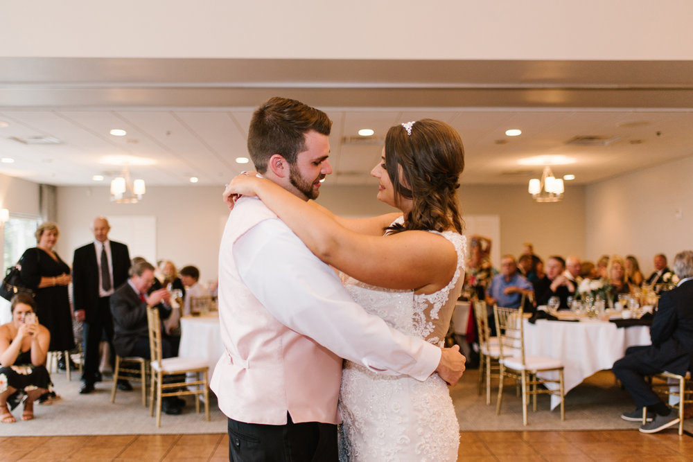 muskegon-country-club-michigan-june-wedding-photography (657).jpg