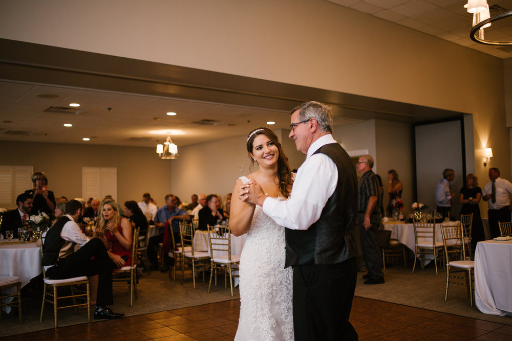 muskegon-country-club-michigan-june-wedding-photography (669).jpg