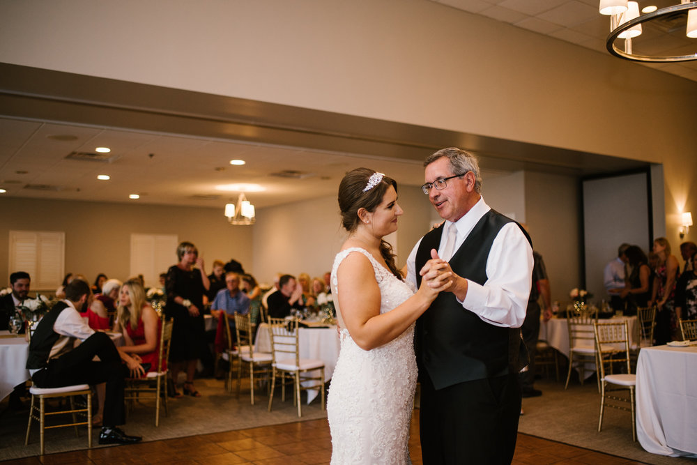 muskegon-country-club-michigan-june-wedding-photography (666).jpg