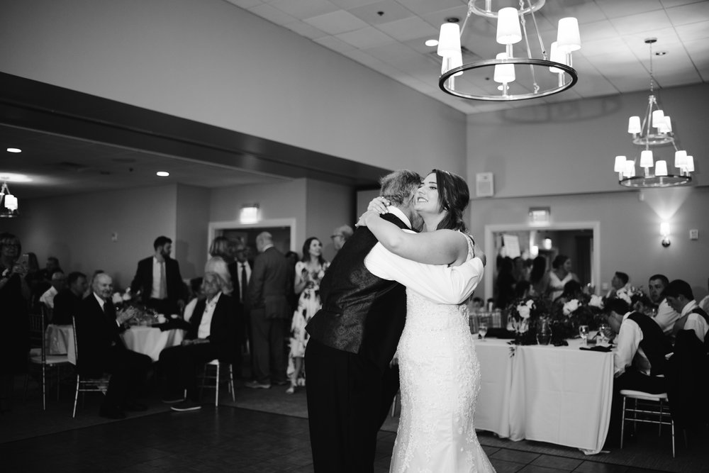 muskegon-country-club-michigan-june-wedding-photography (676).jpg