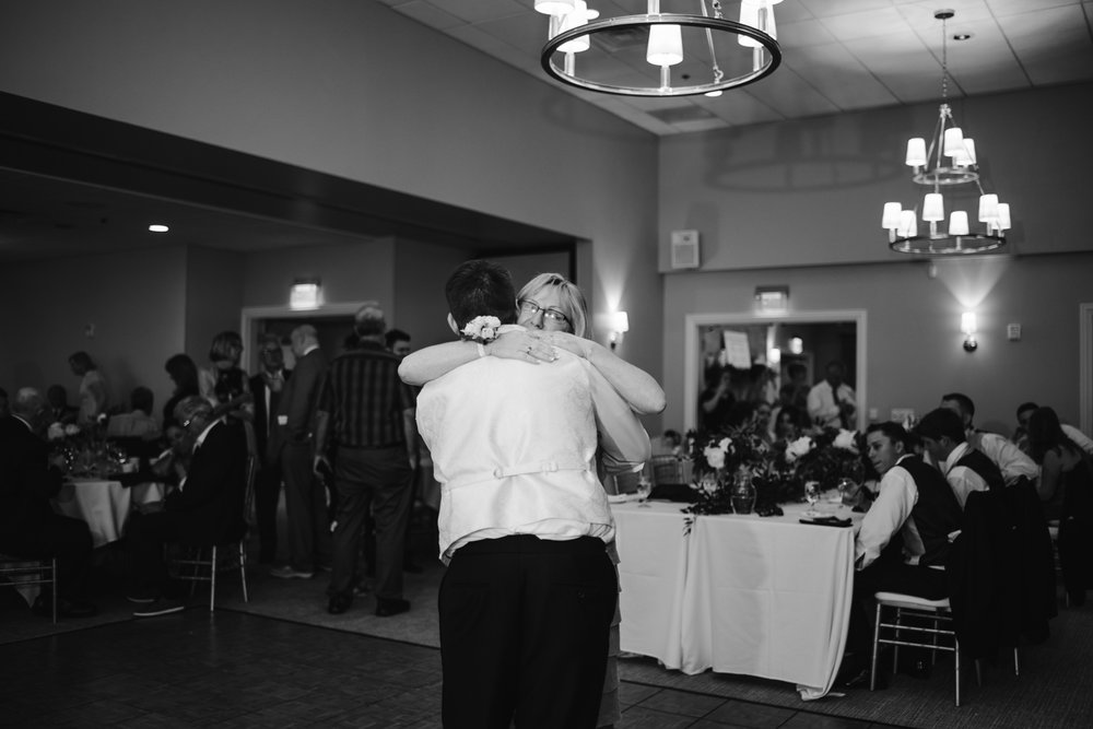 muskegon-country-club-michigan-june-wedding-photography (697).jpg