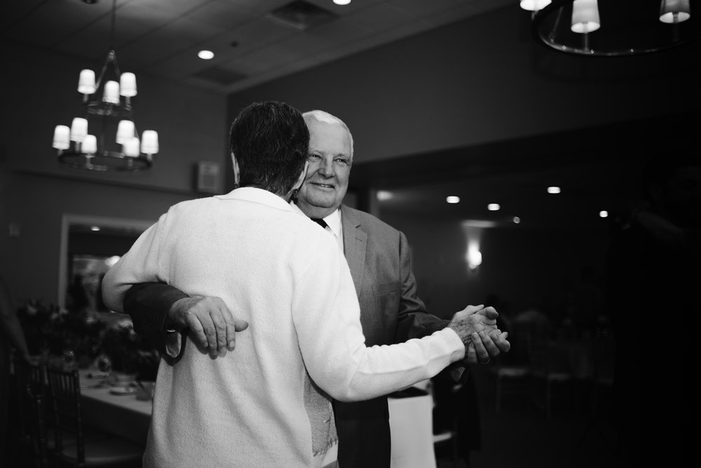 muskegon-country-club-michigan-june-wedding-photography (718).jpg