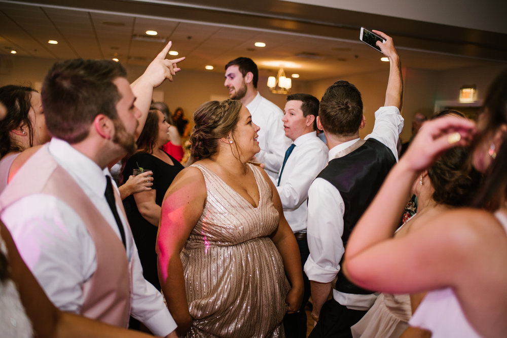 muskegon-country-club-michigan-june-wedding-photography (750).jpg
