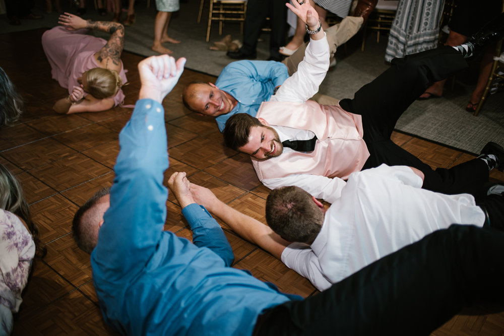 muskegon-country-club-michigan-june-wedding-photography (800).jpg