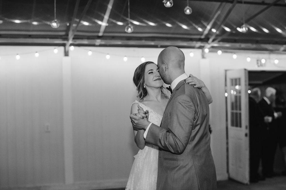 goldner-walsh-greenhouse-wedding-detroit-michigan-photographer (126).jpg