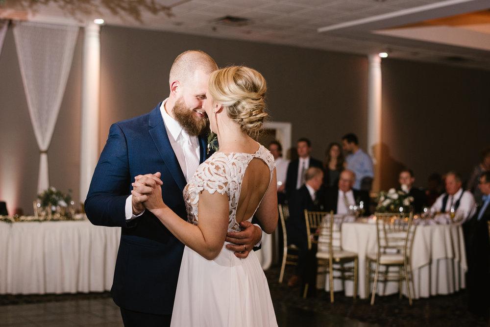 valparaiso-indiana-aberdeen-manor-wedding-photographer (140).jpg