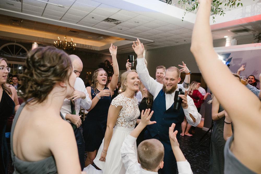 valparaiso-indiana-aberdeen-manor-wedding-photographer (171).jpg