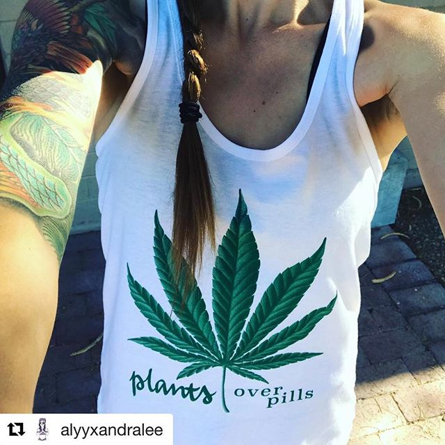 We came across this photo by @alyyxandralee and couldn't help but feel the incredible mentality of the #cannabiscommunity through her words. All of us striving for healthy and happiness 🌲 Read her story below 👇 ・・・ Wearing my new shirt at Costco just now. A man approached me and said he couldn't help but notice my shirt. He opened his wallet and pulled out some scans of his sons brain tumor and shared with me how the entire time his son was going through chemo the tumor continued to grow. He then pointed out the last scan showing a significantly smaller tumor and said this scan was taken after only 3 months of using RSO(Rick Simpson Oil, please look it up if you don't know). This man was preparing for his son to die until they started using Cannabis and a year later he is still alive and his brain tumor continues to shrink. 💚 I hear more and more personal accounts of cannabis healing and while I believe and know how incredible this plant is, it still gives me the chills and completely blows me away when I hear these stories. 🌱🙌🏽 #fuckbigpharma #cannabis #plantsoverpills #cannabisheals #herbalhealing #RSO #gratitude