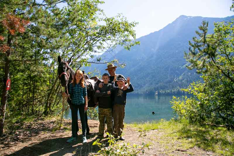 Family+horseback+ride+at+Birkenhead+Lake.jpg