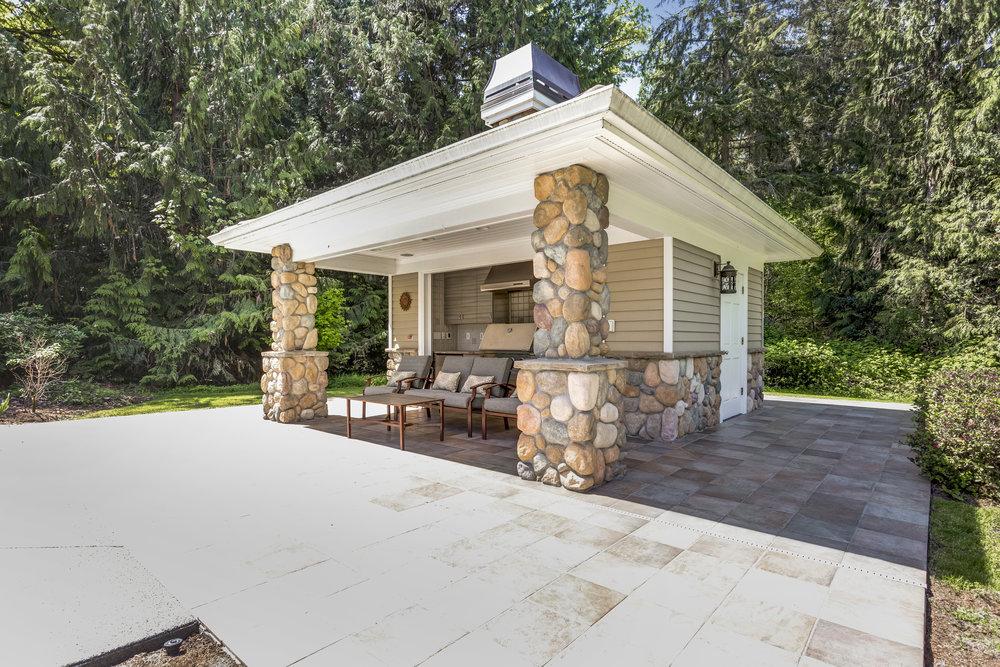 5 Benefits of Using Stone Veneer in Bergen County, NJ, Backyard Renovations