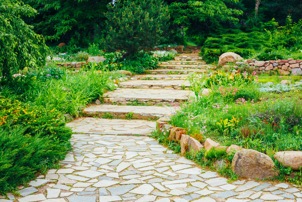 Create Your Sussex County, NJ, Garden Path with Natural Stone