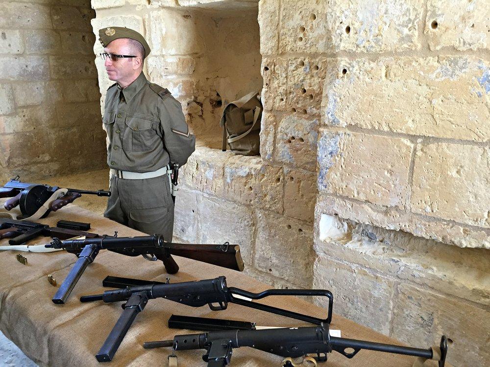 gun display fort manoel