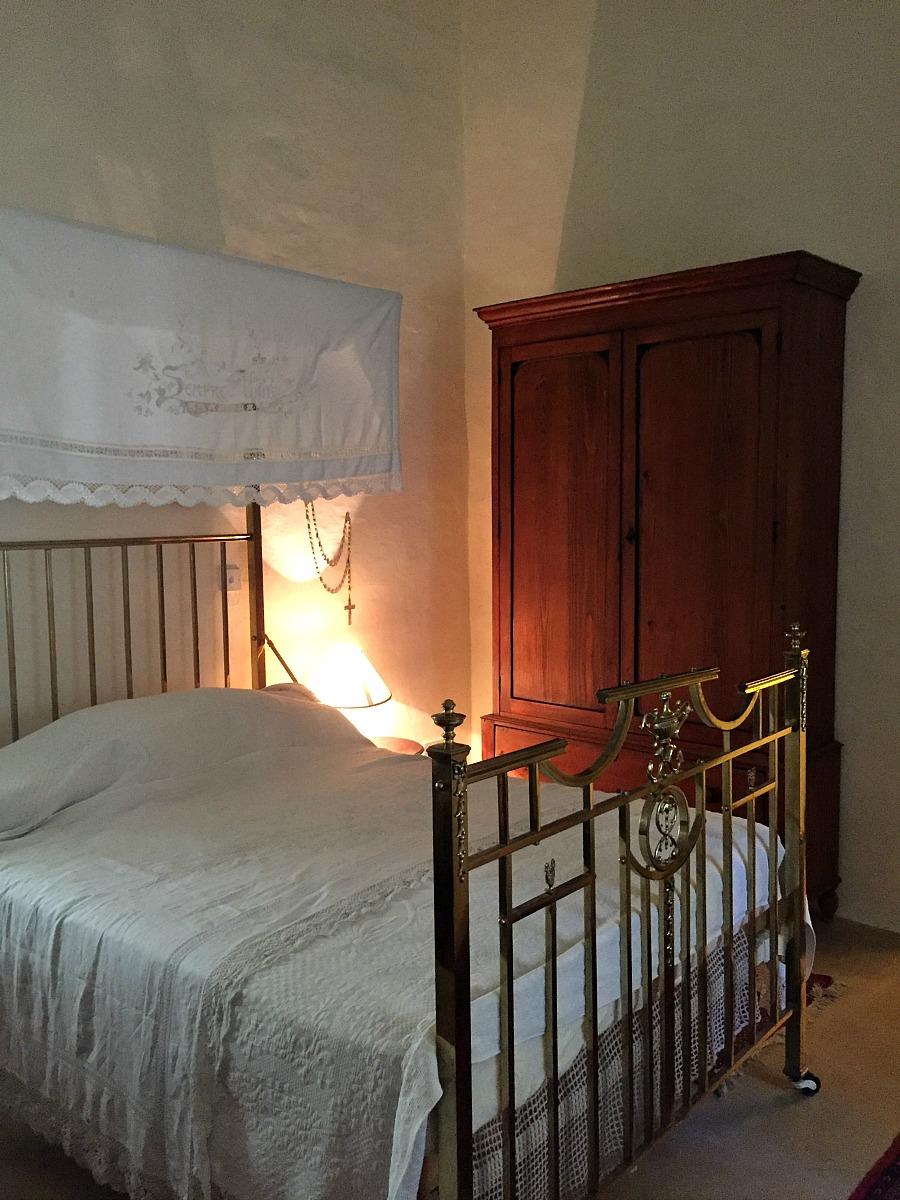 villa bernard bedroom