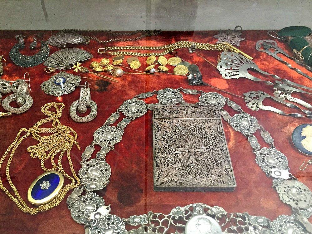 villa bernard rare collections