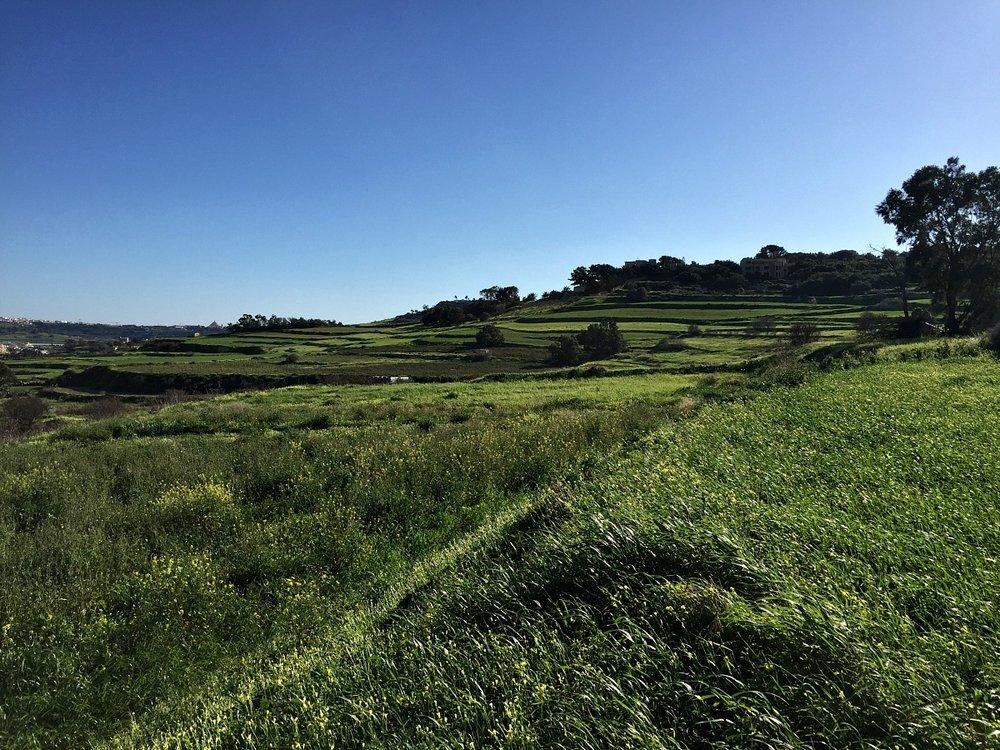 hiking in il-wardija malta
