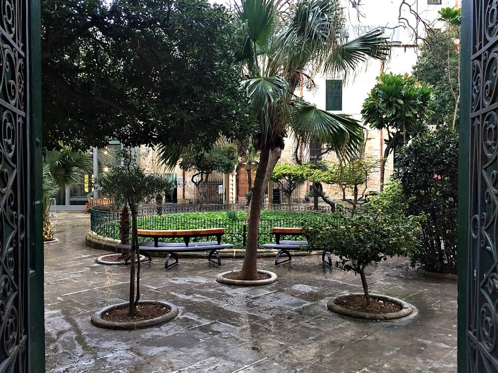 grandmaster's palace in valletta entrance