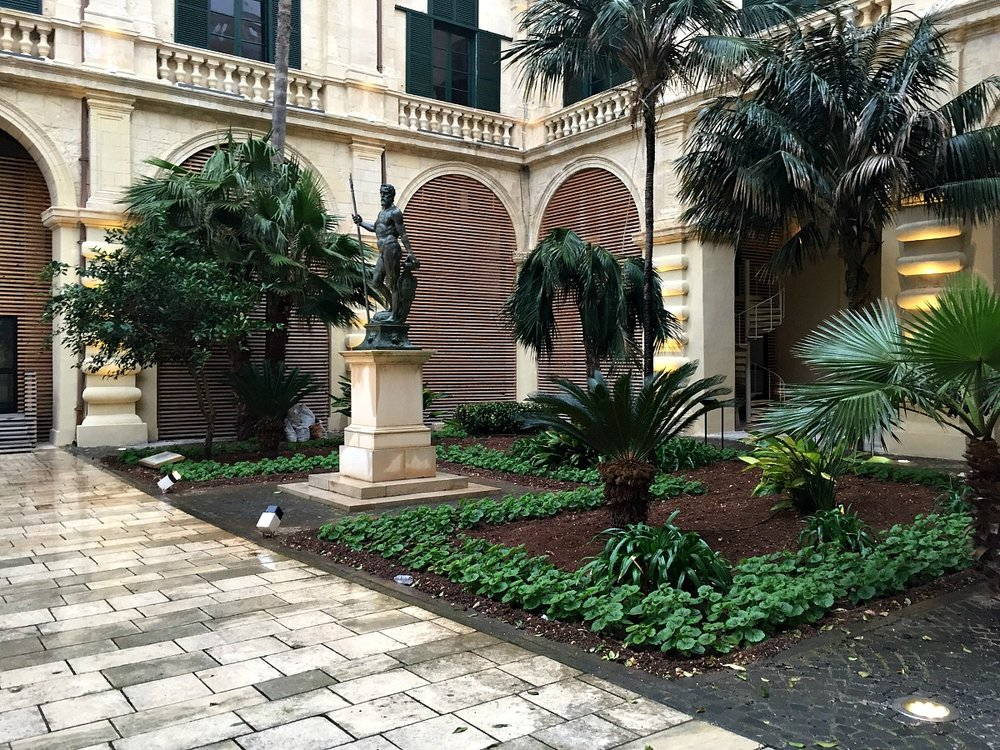 grandmaster's palace in valletta garden