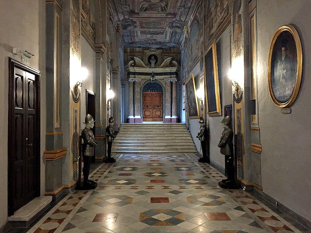 grandmaster's palace in valletta hall