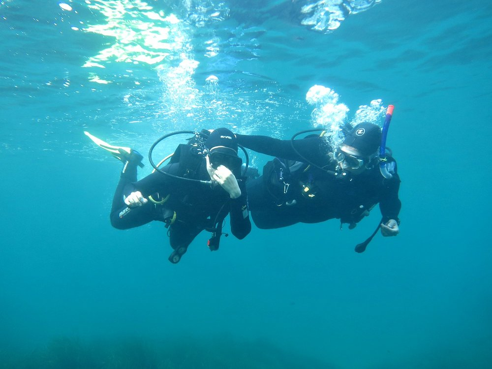 scuba diving with an instructor malta