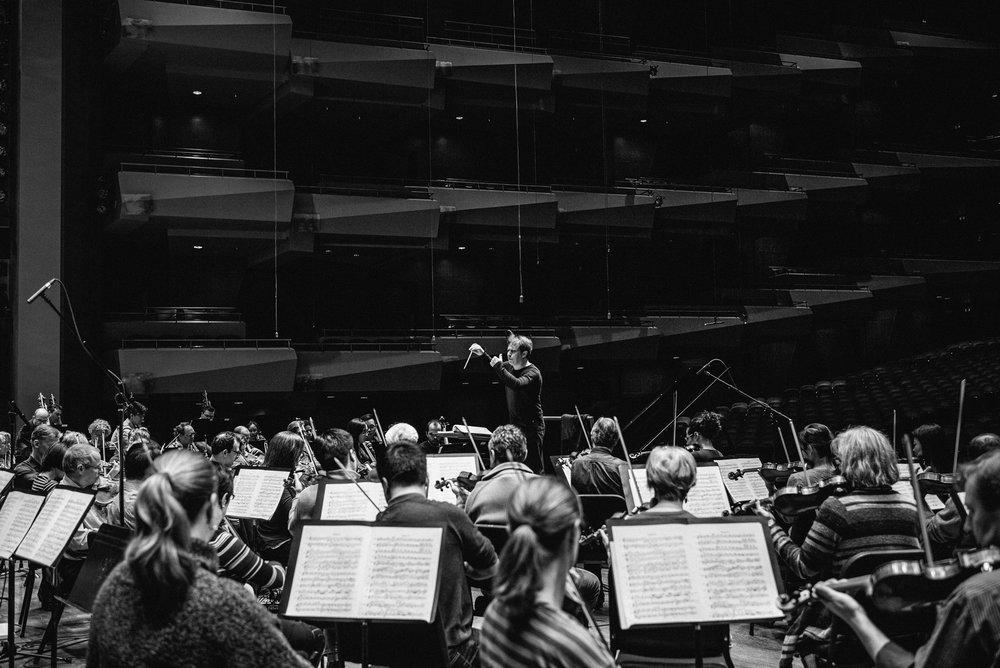 seattle-symphony-brandon-patoc-rehearsal-01.jpg