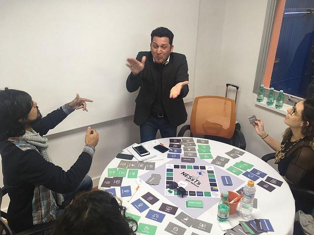 Jogo NESsT's Got Talent, durante Portfolio Retreat. Com Lucas, Wallace, Layla e Joseane. Foto: Arquivo NESsT.