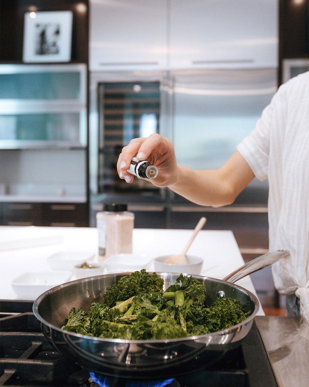 The-Oily-Home-Companion-Recipe-Pesto-penne-gluten-free-gf-pasta-spring-vegetables-asparagus-kale-garlic-basil-lemon-vitality-essential-oil-pesto-Summer-Spring-Dish-Meal-Prep.jpg