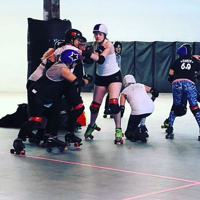 my tiny human played their first real scrimmage this weekend and mama beat'em couldn't have been prouder of all their hard work. forever in awe of this amazing kid, and how far they've come in the past couple years. #rollerderby #babybeatem #tictokblock #tjrd #jammer #donovankai