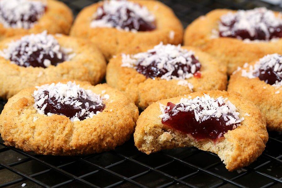 Amaretti cookies - Ruled.jpg