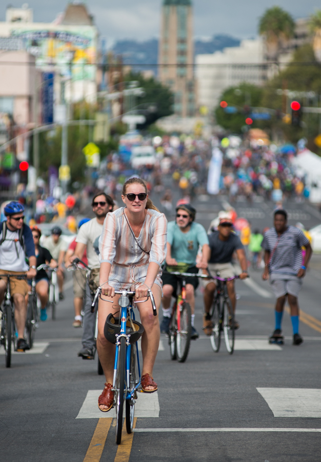 CicLAvia participants ride on 7th St near MacArthur Park on Sunday October 16, 2016. CicLAvia closes streets to cars and opens them for cyclists, walkers, and skaters from 9 a.m. to 4 p.m. (Josue Martinez)