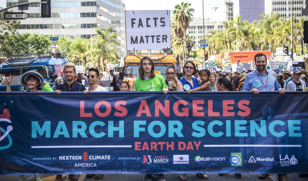Science in Los Angeles to mark an annual event - Earth Day, which is celebrated worldwide on April 22. The demonstration started at Pershing Square and headed to the city council, where speakers talked about the importance of scientific research. Some of the protesters held banners criticizing the policy of US President Donald Trump. Similar marches were held across the US on the same day. Matthew Martin.