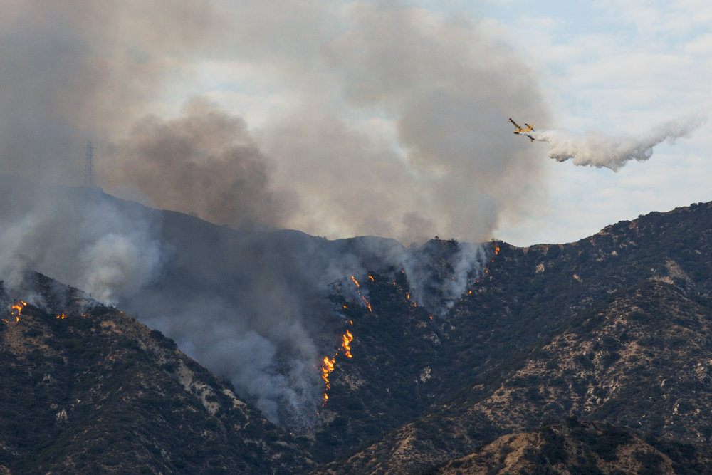 La Tuna Fire continues to burn throughout the Labor Day weekend in Burbank, Ca on September 2, 2017. The wildfire started due to the heatwave in Los Angeles. Aerial firefighters drop water and other chemicals over the mountains. (Jazz Shademan)
