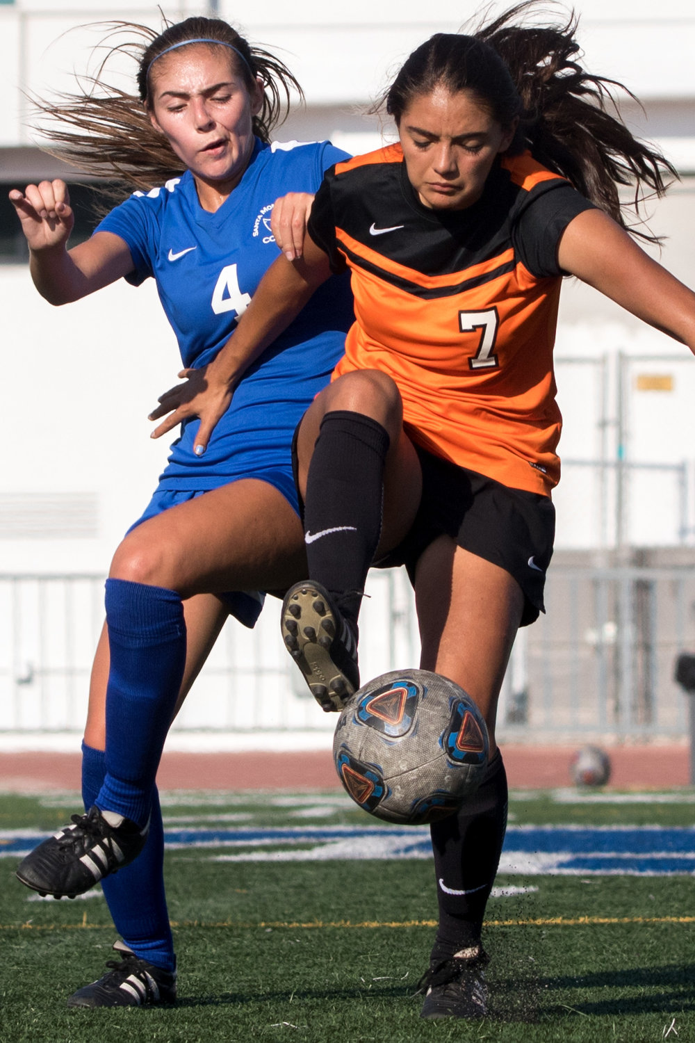 Santa Monica College freshman midfielder Paulina Sala (4, left) and Ventura College Pirates freshman midfielder Justine Reyes battle for control of the ball. The Corsairs were able to come out with a 2-1 victory at the Corsair Field located on Santa Monica Colleges Main Campus in Santa Monica California on September 26, 2017. (Photo By: Zane Meyer-Thornton)