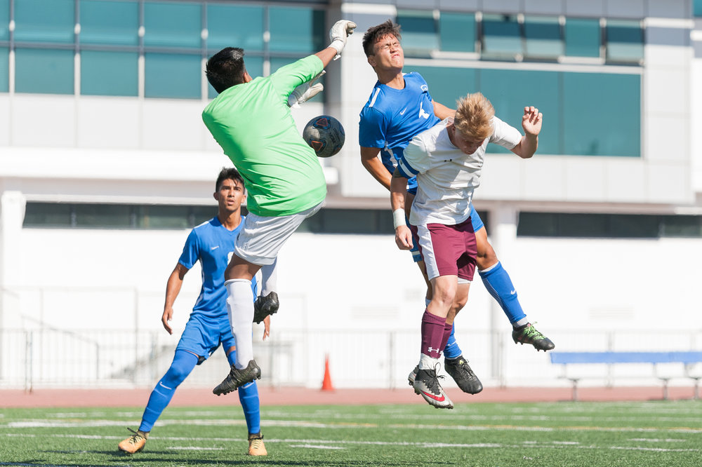 Defender Cesar Olivia (4,center) of Santa Monica College attempts a header to score a goal against Victor Valley College. The Santa Monica College Corsairs won the game 2-0 against the Victor Valley Rams. The match was held at the Corsair Stadium at Santa Monica College in Santa Monica, Calif. on October 6, 2017. (Photo by: Justin Han/Corsair Staff)