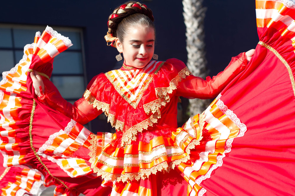 Cabeza de Vaca Cultura dancer Sariah Redondo traditionally dressed to perform at the Pico Block Party on 18th St. in Santa Monica, Calif., October 14, 2017. (Photo By: Ripsime Avetisyan/Corsair Staff)