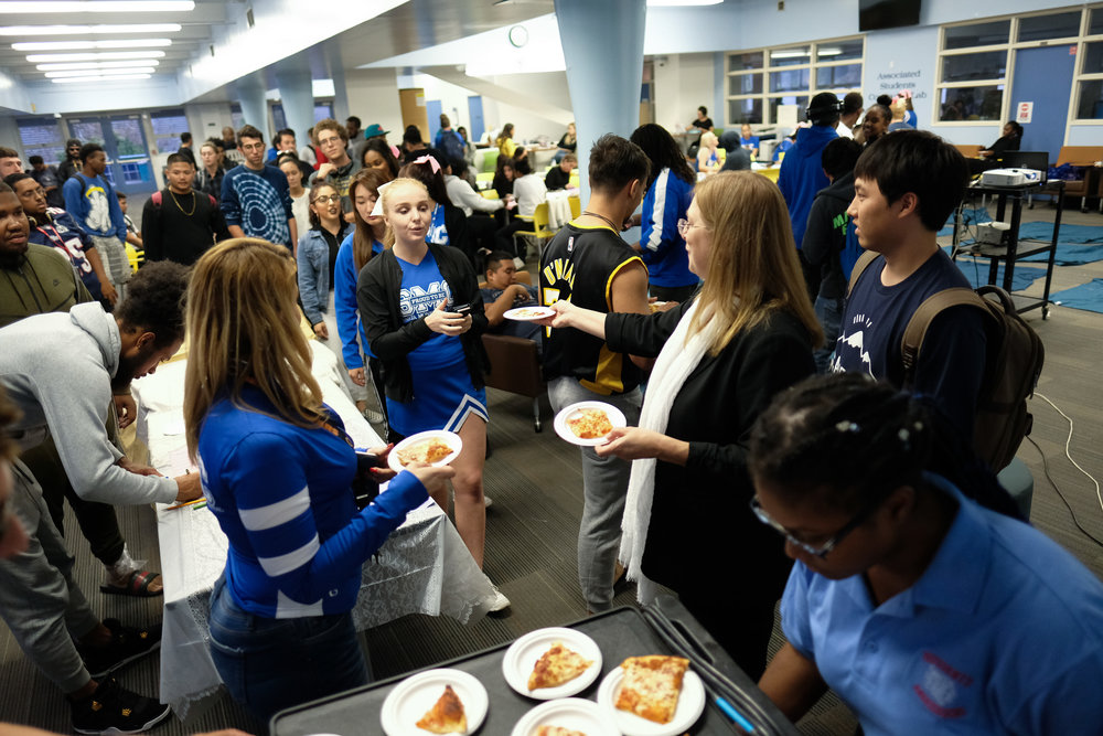 Dr.Nancy Grass, the Associate Dean of Student Life passes out pizza slices to the attendees of the first event to celebrate spirit week in the Cayton Center at Santa Monica College in Santa Monica, CALIF on October 30, 2017. (Photo by Jayrol San Jose)