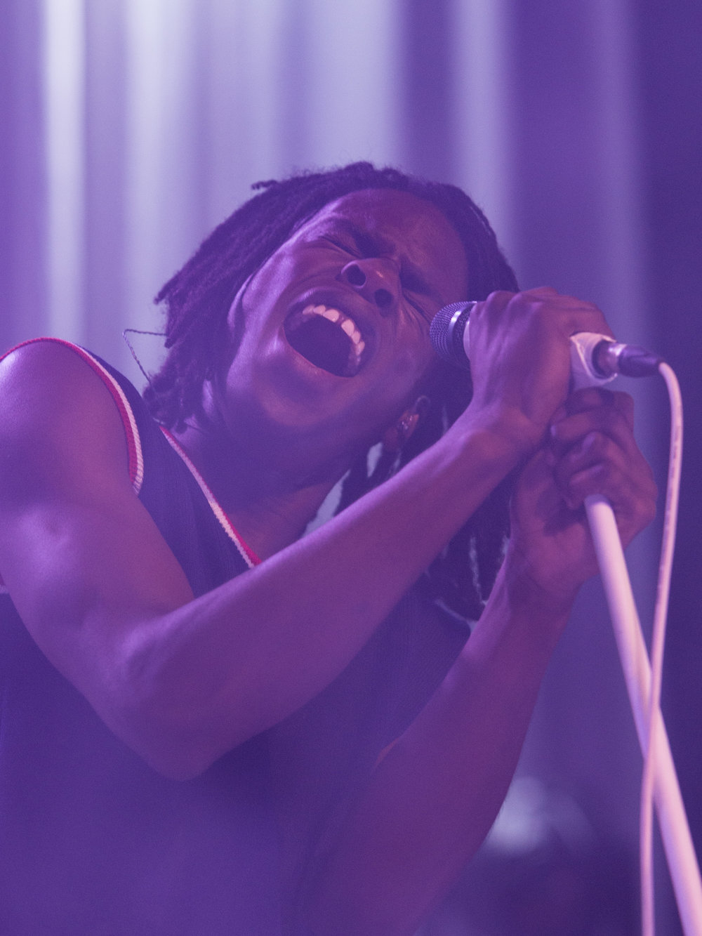 "Canadian R&B artists Daniel Caesar (Ashton Simmonds) sings ""Hold Me Down"" off of his critically acclaimed debut album ""Freudian"" for his ""Freudian"" tour at the Fonda Theatre on Halloween on Tuesday, October 31st 2017 in Los Angeles, Calif. (Photo by: Thane Fernandes)"