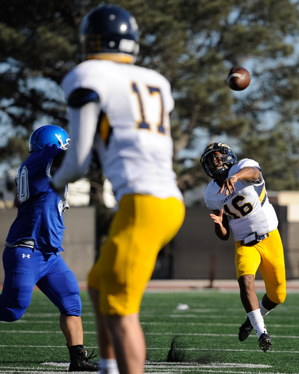 Quarterback Darryn Blackshere (16) of College of the Canyons  passes to wide receiver Hunter Schuessler (17). The Santa Monica College Corsairs lose their final home game 7-48 to the College of the Canyons Cougars and will play their final game of the season away at Moorpark on Saturday, November 11. The game was held at the Corsair Stadium at the Santa Monica College Main Campus in Santa Monica, Calif.. November 4, 2017. (Photo by: Justin Han/Corsair Staff)