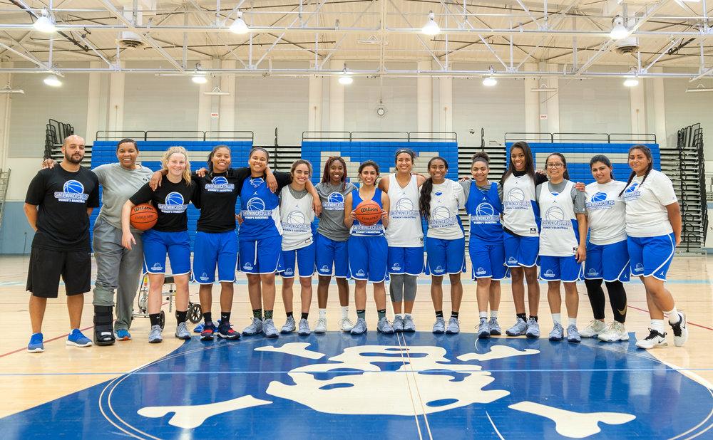 Team photo of the Santa Monica College Women's Basketball Team. SMC Pavilion, Santa Monica College Main Campus, Santa Monica, Calif.. November 13, 2017.(Photo by: Justin Han/Corsair Staff)