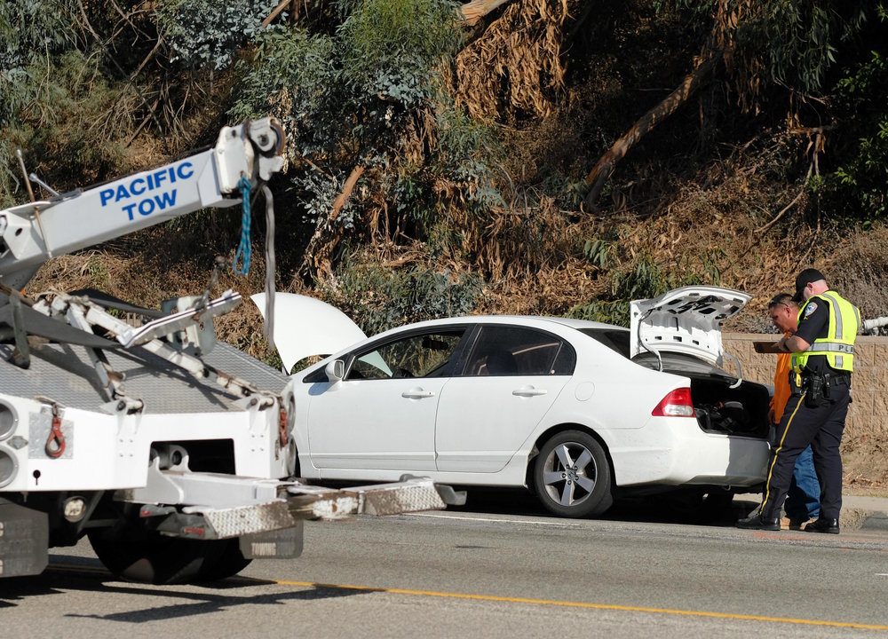 Pacific tow arrives on Pacific Coast Highway 1 northbound to tow away a vehicle involved in a fatal accident that occured on November 21, 2017 in Santa Monica, CALIF. (Photo by Jayrol San Jose)