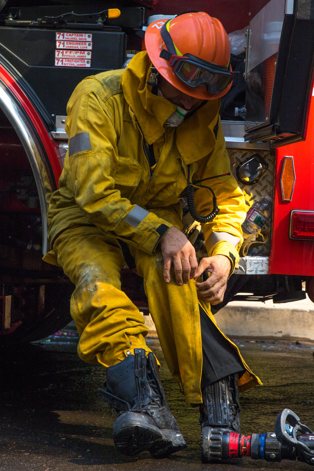 David Valdez puts on his fire suit before battling the Skirball fire. The Skirball Fire shut down the 405 and burned 450 acres of land on Dec. 6, 2017 in West Los Angeles, Calif. (Photo by Zane Meyer-Thornton)